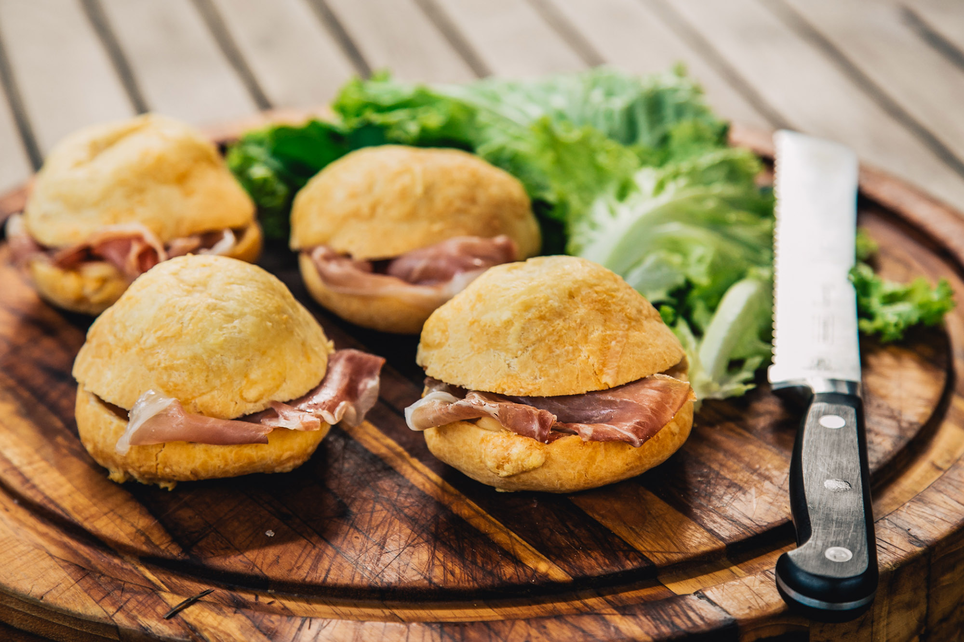 pao-de-queijo-de-provolone-com-recheio-de-parma-imagem-menu-destaque-32d21e12ca@2x